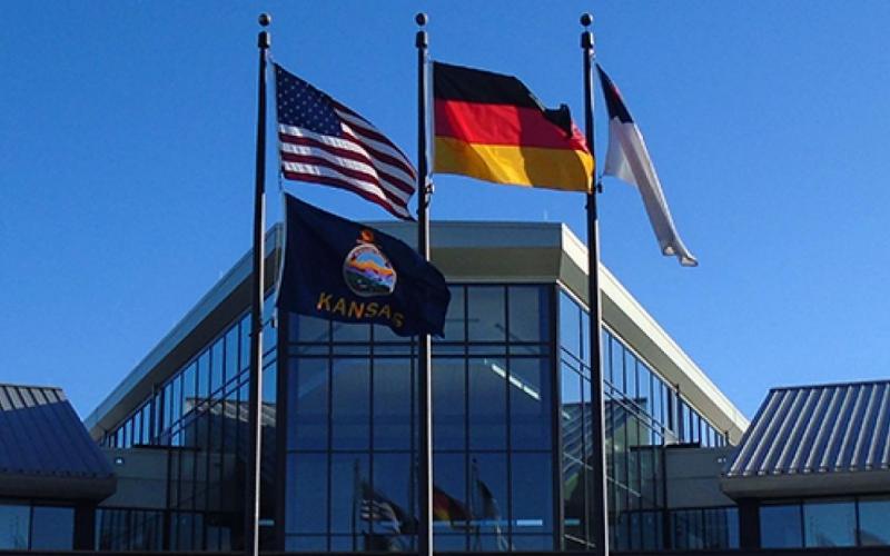 La bandera de Alemania es un tricolor consistiendo de tres franjas horizontales iguales mostrando los colores nacionales de Alemania: negro, rojo y oro.